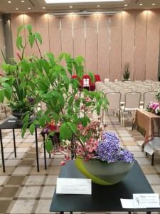 アメリカ合衆国総領事館の花。アメリカンドッグウッド、ハナミズキ、アジサイ。