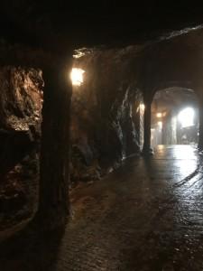 三段壁洞窟内部